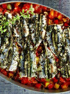 gavros ladorigani me piperies kai ntomata exo Fish And Seafood, Food For Thought, Vegetable Pizza, Cooking Recipes, Kai, Vegetables, Breakfast, Gastronomia, Baking Recipes