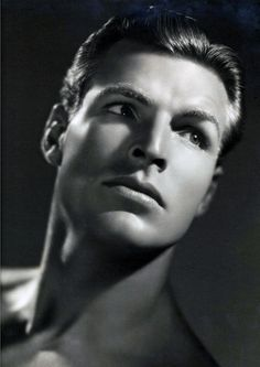 Buster Crabbe (1908-1983) fue un atleta y actor estadounidense, intérprete de varios seriales cinematográficos de los años 30 y 40