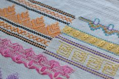Swedish Weaving or Huck Embroidery - Sewing, Needlecraft, Thread Embroidery Techniques, Embroidery Stitches, Embroidery Ideas, Free Swedish Weaving Patterns, Blackwork, Huck Towels, Couture Invisible, Swedish Embroidery, Monks Cloth