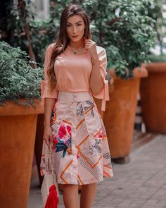 A imagem pode conter: 1 pessoa, em pé e atividades ao ar livre Modest Summer Outfits, Spring Outfits Women, Modest Dresses, Simple Outfits, Girls Dresses, Cute Outfits, African Fashion Dresses, Fashion Outfits, Conservative Fashion