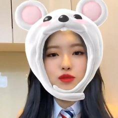Kpop Girls, Kpop Girl Groups, Chuu Loona, Music Aesthetic, Star Girl, Olivia Hye, Twitter Update, Only Girl, Lady And Gentlemen