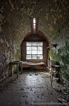 Holmesburg Prison, from Matthew Christopher's abandonedamerica.us
