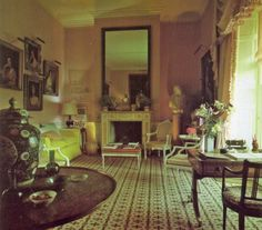 The Drawing Room at The Grove, home of the late David Hicks where his wife, Lady Pamela still resides Decor, Country House Interior, World Of Interiors, Rich Decor, Country Decor, English Country House Interior, Beautiful Interiors, Dining Room Blue, Grand Homes
