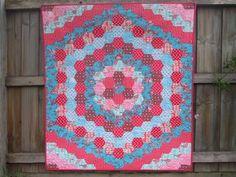Cabbage Quilts: Bubblegum Hexagon quilt finished!