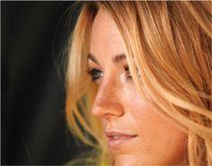 Do´s als lentetype: Gebruik vooral frisse goudtinten als oogschaduw Koraalrode en oranje rode lippenstift staat je beeldig Gebruik een warm-roze of abrikozentint blush Gebruik eens groene of blauwe mascara