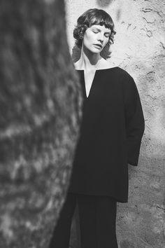Co Fall 2020 Ready-to-Wear Fashion Show - Vogue Fashion Catalogue, Fashion Show Collection, Traditional Fashion, Vogue Russia, V Cuts, Fashion Shoot, Ready To Wear, Fashion Photography, Silhouette