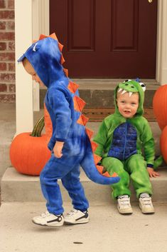 Happy Halloween look at what YOU have been making! Diy Dinosaur Costume, Dino Costume, Dinosaur Halloween, Toddler Halloween Costumes, Dinosaur Birthday Party, Family Costumes, Baby Costumes, Holidays Halloween, Halloween Crafts