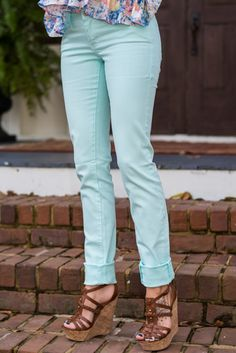 OMG! You KNOW how we feel about a great shade of mint, so it's obvious we are obsessing over these skinnies! They are the perfect spring bottoms!