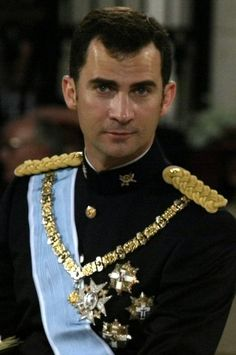 Spain, Golden Fleece Order, Prince Felipe wearing the collar on his wedding. 02