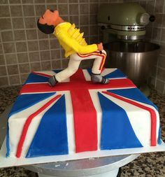 Freddie Mercury cake www.blackowlcakes.com Queens Birthday Cake, Queen Birthday, 50th Birthday, Birthday Party Themes, Party Rock, Freddie Mercury Birthday, Queen Cakes, Music Cakes, Fondant Figures