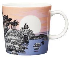 Moomin Mugs from Arabia – A Complete Overview Moomin's day / Muumin päivä The motif comes from a drawing in a British newspaper. Special mug for the Moomin day of August. Moomin Mugs, Coffee Cups, Drawings, Tableware, Mumi, Anime Stuff, Newspaper, British, Store
