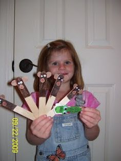 """Continuing with our craft stick puppets, we made moneys for the song,"""" 5 Little Monkeys Sitting in a Tree. Preschool Songs, Toddler Preschool, Toddler Activities, Preschool Activities, Kindergarten Songs, Toddler Play, Toddler Crafts, Jungle Crafts, Zoo Crafts"""