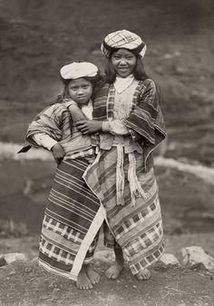 An informal portrait of two young Igorot girls Philippines Outfit, Philippines People, Philippines Culture, Filipino Art, Filipino Culture, Philippine Art, Philippine Women, Cultural Studies, Cultural Diversity
