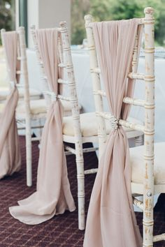 Get inspired by this dusty pink wedding decor, ideal for a soft touch to a rustic venue. gold wedding decoration Jenny Tallett and Ben Wilkinson: An elegant dusty pink and rose gold wedding Pink Wedding Decorations, Pink Wedding Theme, Pink And Gold Wedding, Pink Wedding Dresses, Rose Gold Wedding Shoes, Wedding Pastel, Peacock Wedding, Wedding Themes, Dusty Pink Weddings