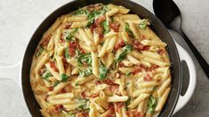 easy one pot meals Everybodys favorite childhood dish is all grown up. Our adult-version of mac and cheese has everything you could ever want out of a pasta dish. Its smooth and cream Best Mac N Cheese Recipe, Best Mac And Cheese, Bacon Mac And Cheese, Macaroni And Cheese, One Pot Dinners, Easy One Pot Meals, Cheesy Recipes, Pasta Recipes, Corona