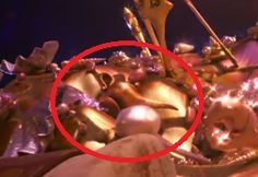 In Moana, Genie's lamp from Aladdin is on Tomatoa's back. Disney Dream, Disney Love, Disney Magic, Disney And Dreamworks, Disney Pixar, Walt Disney, Disney Easter Eggs, Aladdin Lamp, Disney Theory