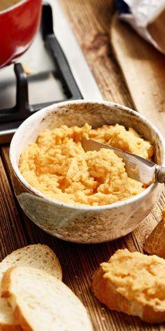 Überrasche deine Freunde mit einem köstlichen Brotaufstrich! Der Karotten-Ingwer-Aufstrich mit Kokosmilch eignet sich besonders gut für ein gemeinsames Dinner. Toller Geschmack und ganz einfach in der Vorbereitung.Guten Appetit!