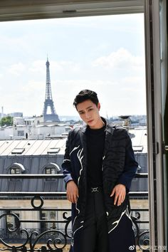 📌 180620 Yixing Studio Weibo update — Elegant gentleman, you are Paris' most beautiful scenery. Valentino China's brand ambassador ↳(trans. Lay Exo, Kyungsoo, Yixing Exo, K Pop, Exo Ot12, Chanbaek, Kaisoo, Kdrama, Exo Official