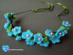 This crochet flower hairband perfect for flower girls, bridesmaid and of course your little girls to wear any special occasions in this Spring and Summer time. Crochet Mittens Free Pattern, Crochet Stitches For Blankets, Crochet Headband Pattern, Free Crochet, Crochet Hats, Crochet Animals, Crochet Jewelry Patterns, Crochet Hair Accessories, Crochet Flower Patterns