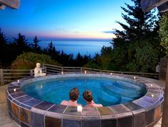 An open-air slate jetted hot tub overlooking the ocean - Wild Spring Guest Habitat, Oregon Coast