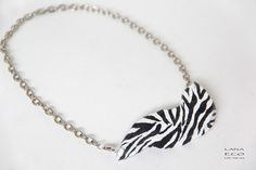 Necklace Zebra Crossing Collection in carta riciclata