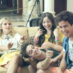 Ámbar (Valentina Zenere), luna (karol sevilla), matteo (Ruggero) y Simón (Michael ronda). Soy Luna