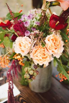 peach and red flowers // photo by Jessica White Photography, styling by Branches Event Floral // http://ruffledblog.com/glittery-thanksgiving-wedding-ideas