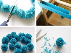 comment-faire-un-pompon-en-laine-bleue-chaise-de-bois