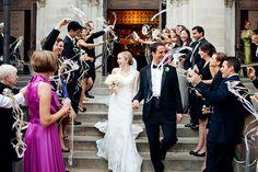 Huiskutusviirit (eng. wedding wand) riisin tilalle.