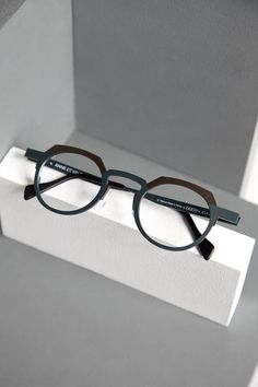Anne et Valentin Collection Goggles Glasses, Cool Glasses, Mens Glasses, Glasses Frames, Lunette Style, Optical Frames, Eyeglasses, Eyewear, Business Outfits