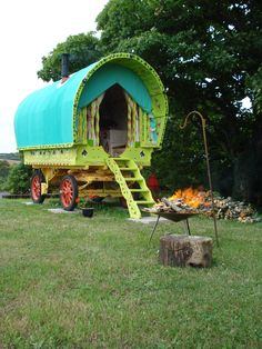 Gypsy Wagon Bow Top Caravan, Romantic Holiday Cottage, Self Catering Cornwall Little Houses On Wheels, House On Wheels, Gypsy Caravan, Gypsy Wagon, Gypsy Life, Gypsy Soul, Gypsy Chic, Holiday Cottages In Cornwall, Trailer Tent