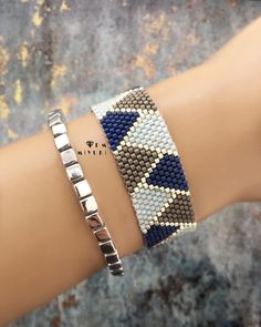 мiyuki_design @dm_miyuki Instagram Profile | Picdeer Seed Bead Bracelets, Ankle Bracelets, Beaded Anklets, Beaded Jewelry, Handmade Bracelets, Earrings Handmade, Ankle Chain, Summer Bracelets, Beaded Bracelet Patterns