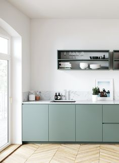 Pflaumenk che Vert de Gris K che - Chez Jules Antoine - antoine jules kuche pflaumenkuche - HowToHomeDecorSmallSpaces kitchenextensions Pflaumenk che Vert de Gris K che - Chez Jules Antoine - antoine jules kuche pflaumenkuche - HowToHomeDecorSmallSpaces Chez Jules, Style At Home, Scandinavian Kitchen, Green Kitchen, Home Decor Pictures, Cuisines Design, Küchen Design, Design Ideas, Cheap Home Decor