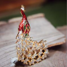 Show your love of the beauty of nature with this Peacock Brooch  #craft365.com