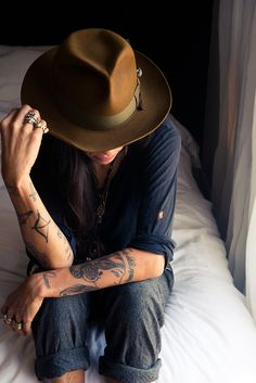 fedora hat and aventurous comfy look Tattoos Motive, Tatoos, Arm Tattoos, Tattoo Ink, Bobo Chic, A Well Traveled Woman, Tattoo Und Piercing, Tattoo Photography, Vestidos Sexy