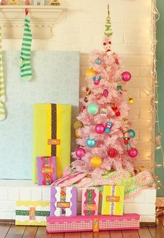 2013 Christmas Dorm decoration, creative pastel pink Christmas tree decor #pastel #pink #christmas www.loveitsomuch.com