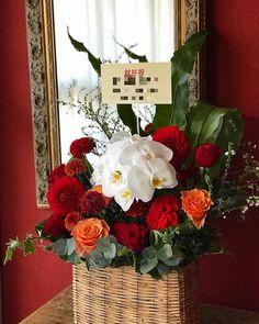 本日の花贈りから  お花を受け取られる方は 真っ赤なPorscheに乗られ とても華やかな女性の方 との事です  明日到着予定で配送しました   #花のある暮らし #花贈り #花教室 #花レッスン #吉祥寺の花教室 #お花好きと繋がりたい #flowerpic #still_life_gallery #プティクールエーム #petitecourm #私の花の写真 #lifewithxA3 #instagram #instagramjapan #Instagrmmer #tokyocameraclub