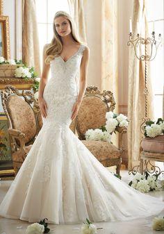 Vestido de novia de la casa de novias Mori Lee modelo 2878 disponible en la tienda de novias De Novia a Novia. San Jose, Costa Rica