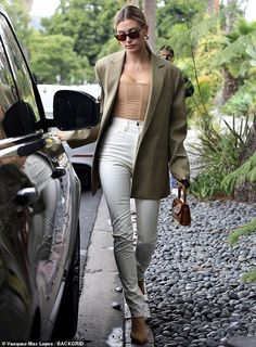 corset street style Hailey Bieber puts boudoir spin on corporate chic with skintight nude corset top Estilo Hailey Baldwin, Hailey Baldwin Style, Corporate Chic, Celebrity Outfits, Celebrity Style, Blazer Outfits, Casual Outfits, Mode Outfits, Fashion Outfits