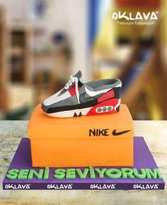 Nike Butik Ayakkabı size ve sevdiklerinize özel pastalar. Ürün fiyatı ve detayları için tıklayınız. Veya 0212 503 43 73 telefon numaramızdan arayınız.