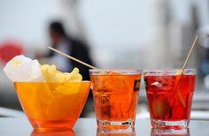 Uno spritz... cin cin!SPRITZ TREVIGIANO Prosecco Poco (o niente) Seltz Uno schizzo di APEROL Una scorzetta di limone (a richiesta)