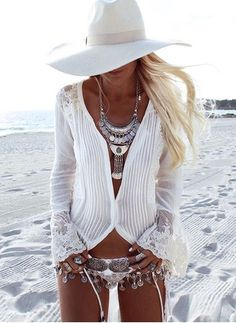 """Belle Bohemian - Warmer weather and festival time-- means """"BOHO-GLAM"""" coming to the for. It's all about easy, beachy, hippy-style chic… love it. Hippie Style, Gypsy Style, Bohemian Style, White Bohemian, Bohemian Beach, Vintage Bohemian, Boho Mode, Mode Hippie, Boho Gypsy"""