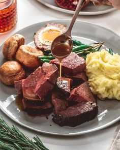 Cooking for Special Occasions Roast Recipes, Cooking Recipes, Game Recipes, Drink Recipes, Chicken Recipes, Vegan Recipes, Traditional English Food, Traditional English Christmas Dinner, Sunday Roast Dinner