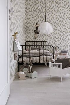 the boo and the boy: wallpaper in kids' rooms
