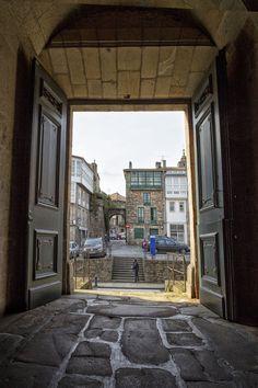 Porta de Mazarelos desde o convento das Mercedarias. Santiago de Compostela