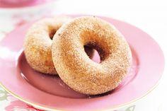 Baked cinnamon doughnuts--an easy sweet breakfast treat Easy Donut Recipe, Donut Recipes, Cooking Recipes, Brunch Recipes, Fried Donuts, Doughnuts, Cinnamon Donuts, Homemade Donuts, Homemade Food