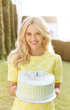 Reese Witherspoon celebrated her Southern-inspired fashion/lifestyle line, Draper James, turning one-year-old on Thursday, May Blonde Hair Blue Eyes Makeup, Hair Makeup, Reese Witherspoon Style, Draper James, Fancy Hairstyles, Jacquard Dress, Preppy Style, Hair Dos, Hair Beauty