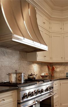 Stainless Range Hoods - Design Chic- picking the perfect stainless hood for your kitchen Kitchen Hood Design, Kitchen Vent Hood, Kitchen Exhaust, Kitchen Redo, New Kitchen, Kitchen Ideas, Kitchen Styling, Kitchen Inspiration, Kitchen Designs