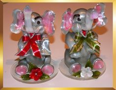 These cute elephants are made of sugar and edible. But who could eat them? :) From Caramel Flowers UK. Made of isomalt and suitable for diabetics.