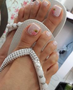 56 ideias de Unhas Decoradas com Joias in 2020 Pretty Toe Nails, Cute Toe Nails, Pretty Toes, Love Nails, Pedicure Designs, Toe Nail Designs, Jamaica Nails, Feet Nail Design, French Acrylic Nails